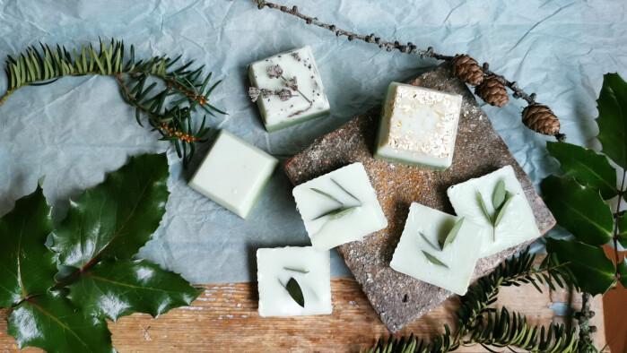 En liten kvast med eukalyptus i såpa er kanskje ikke så middelaldersk, men lukter veldig godt!