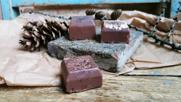Gi sjokoladesåpe til en sjokoladeelsker. Bør merkes med «NB! Må ikke spises».