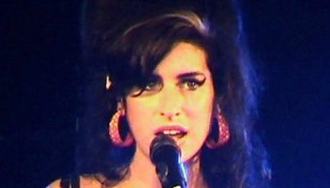 Amy Winehouse døde 23. juli 2011, 27 år gammel.  Alkoholforgiftning ble fastslått som dødsårsak. (Foto: Wikimedia Commons/berlinfotos. Lisens:CCBY 2.0)