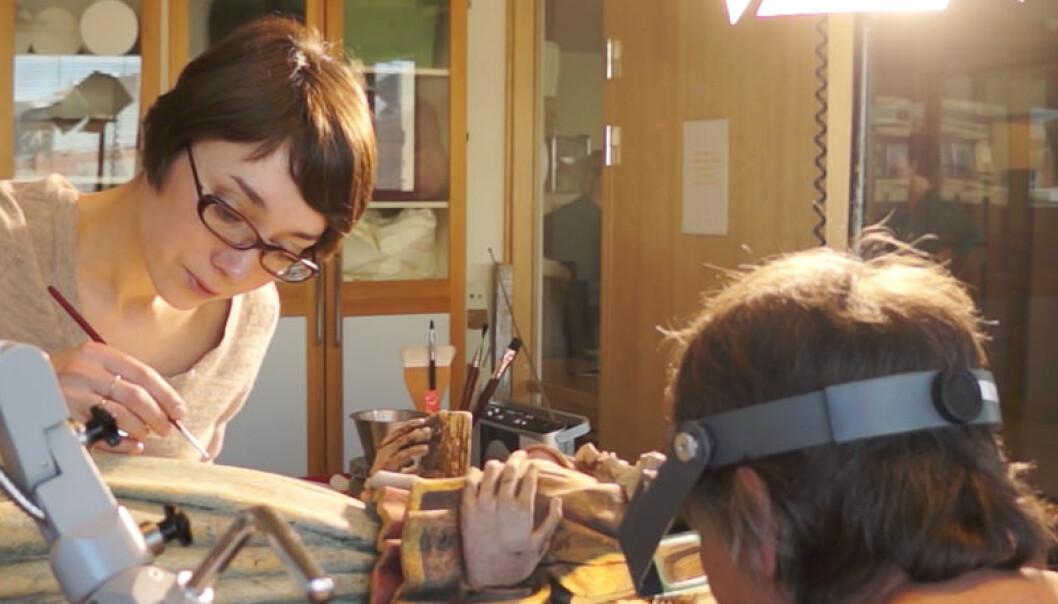 Holdhusmadonnaen restaureres i Norsk Institutt for Kulturminneforskning Arnfinn Christensen