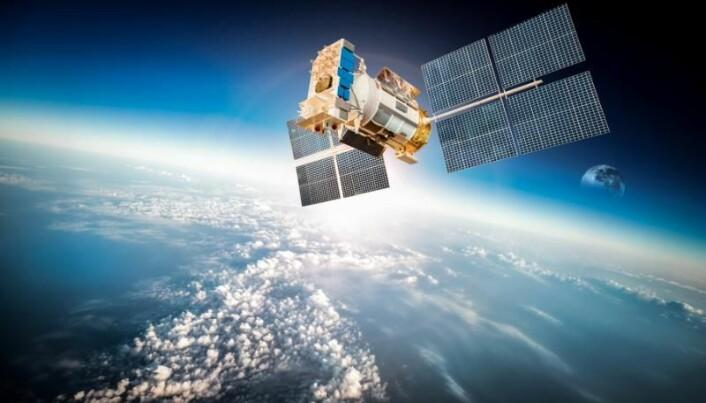 Satellitter befinner seg som regel over nordlyssonen. Når det er nordlys, kan stråling lage store skader på satellitter, og signaler til og fra jorda kan forsvinne.