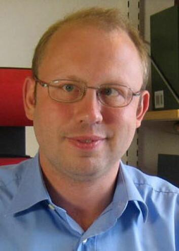 – Når flere inkluderes i arbeidslivet blir det også økt sykefravær, sier Hugo Westerlund. (Foto: Stockholms Universitet)
