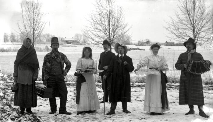 Celebrazione di Lucia a Jerbos, Svezia.  La foto è stata scattata tra il 1890 e il 1905.