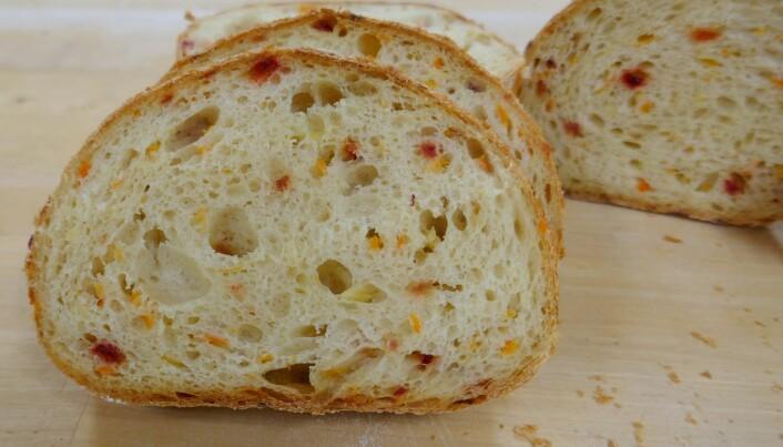Dette smakfulle og luftige brødet inneholder både gulrøtter, brokkoli og rødbeter.