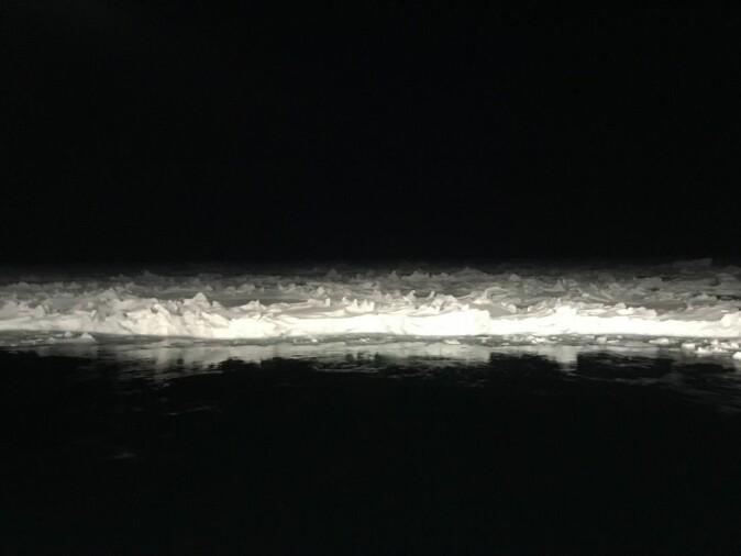 Svart natt mot drivende is