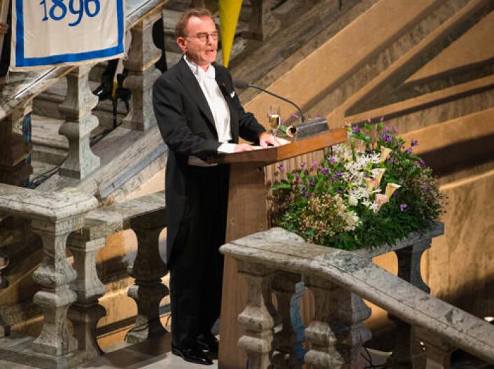 Randy Schekman holder tale på banketten i Stockholm etter å ha motatt nobelpris. Schekman er en av tre forskere som deler årets pris innen fysiologi eller medisin. (Foto: Niklas Elmehed/Nobel Media AB)