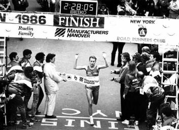 Grete Waitz vant alt fra 800-meter til maraton i samme sesong, noe som er unikt. Her vinner hun i 1986 New York maraton for åttende gang. (Foto: NTB Scanpix/Dag Bæverfjord)