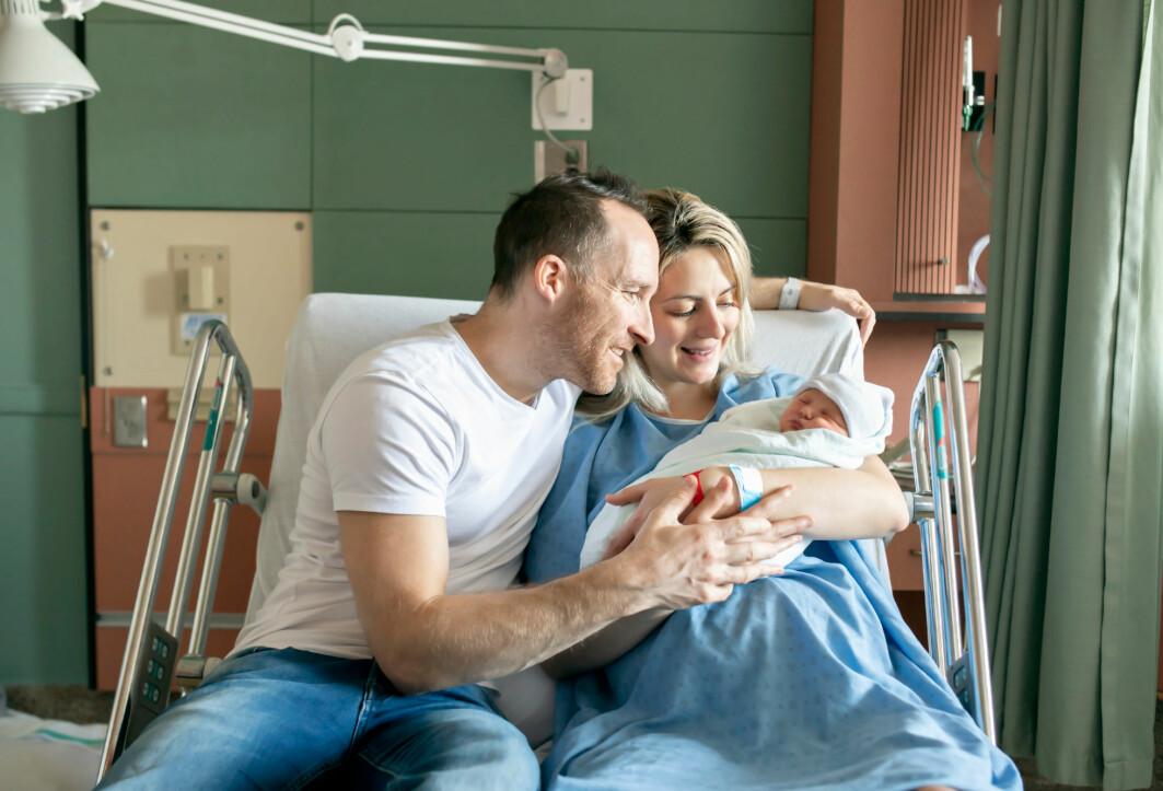 Etternavn er kanskje ikke det første man tenker på etter en fødsel. Likevel er det viktig. Hvem sitt etternavn skal barnet få?
