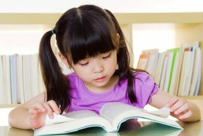 Stillesittende aktiviteter som lesing kan virke stressdempende og motvirke overvekt. (Foto: Shutterstock)