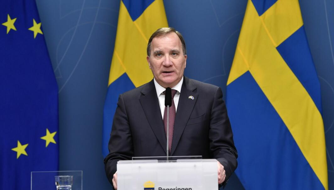Sveriges statsminister Stefan Löfven har tidligere pekt på at ansvaret for å sikre de eldre hørte hjemme hos fylkene.