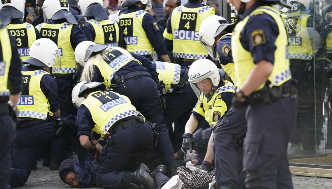 Politireformen i Sverige tok ikke hensyn til grupper som allerede fungerte godt, organisasjonskulturer og sosiale relasjoner, mener svensk forsker. Bildet er fra en Black Lives matter-demonstrasjon i Göteborg.
