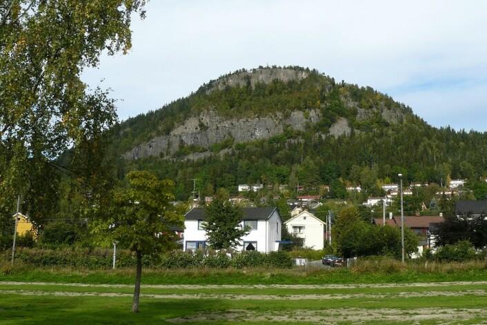 Området rundt Kolsåstoppen ser ganske rolig ut i dag, men tidligere var dette et inferno av vulkanutbrudd og flytende lava. (Foto: Chell Hill / Wikimedia Commons)