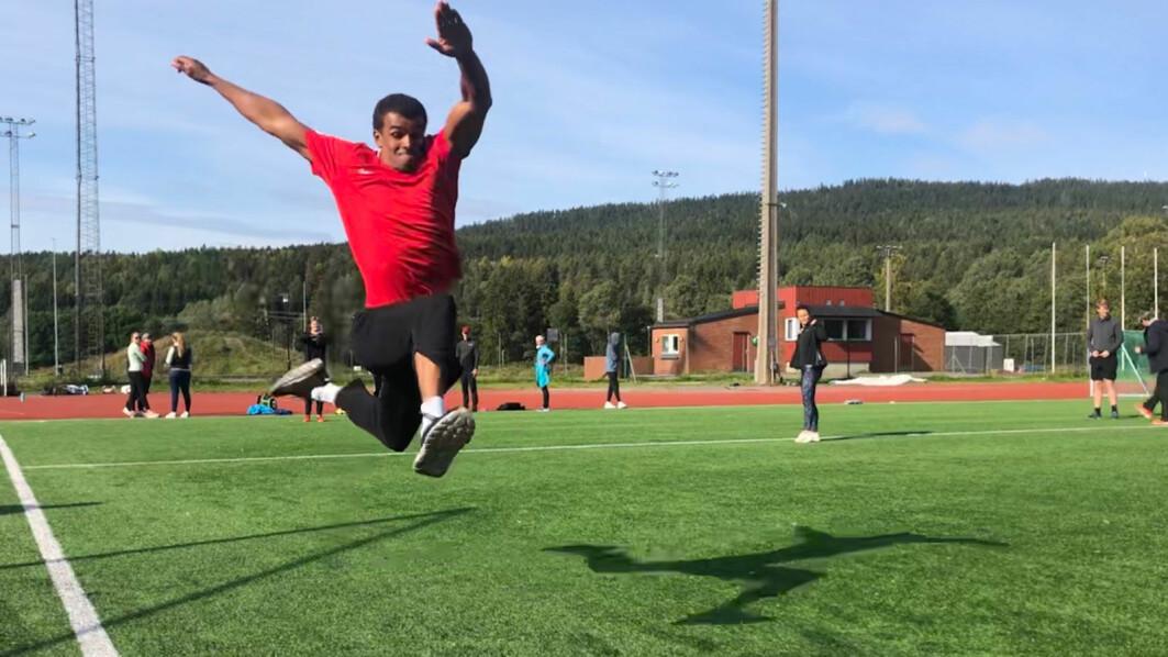 Idretten må gjøre et langt sprang om alle skal føle seg velkommen uavhengig av legning, farge eller annet, skriver Hakeem Teland. Teland er student på 1.-året i Sport management på NIH.