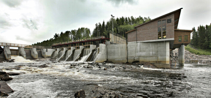 Norge kommer til å ha et overskudd av fornybar vannkraft i tiårene framover, ifølge ny rapport. Her Syversætre foss kraftverk på Flisa i Hedmark. (Foto: Jon Hauge, Aftenposten)
