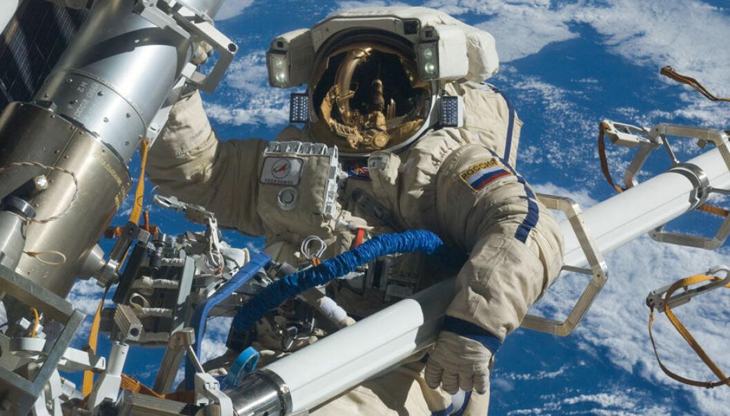 Kosmonauten Anton Sjkaplerov gjør arbeid på utsiden av den internasjonale romstasjonen i 2012. NASA
