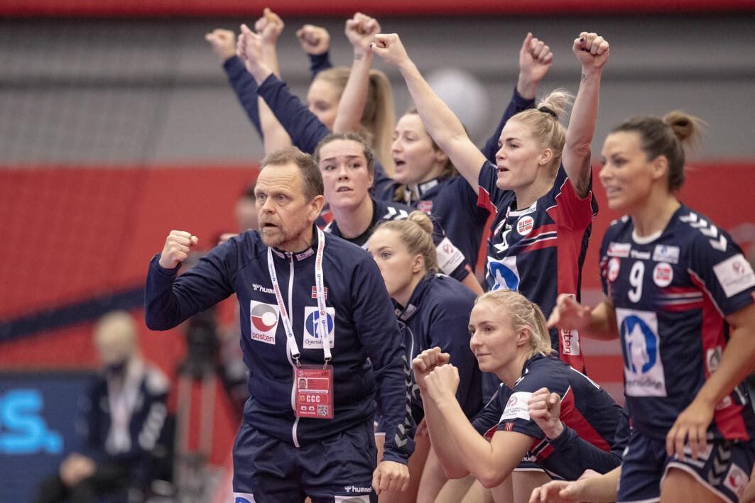 Landslagstrener Thorir Hergeirsson, forgjengeren Marit Breivik og ikke minst spillerne har bygget en spesiell, innovativ lag- og ledelseskultur som kan vise seg avgjørende også i europamesterskapet som pågår akkurat nå. Fra EM kampen mellom Norge og Tyskland – som Norge vant 42-23.