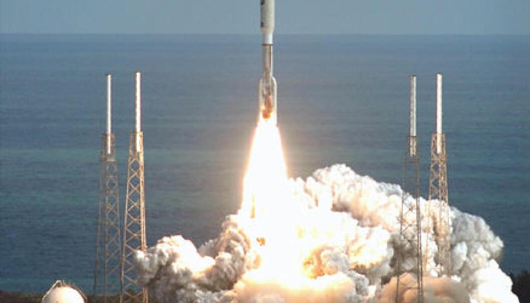 """New Horizons skytes opp med en Altas V-rakett. (Foto: NASA)"""