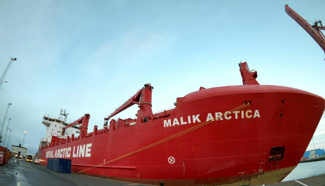 Malik Arktika til kais i Danmark.