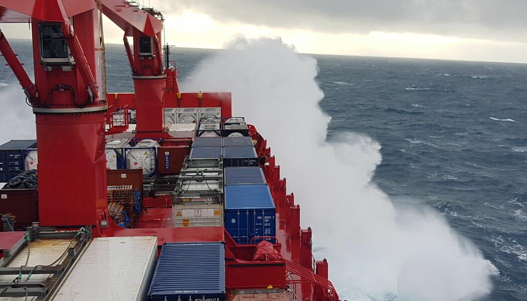 Frakteskip og vær.