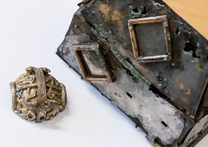 Gravfunna som gullbiten frå den britiske bispestaven samt relikvieskrinet gjort i Grytten i 1961, vert sett på som veldig viktige funn gjort på norsk jord i moderne tid. (Foto: Åge Hojem/NTNU Vitenskapsmuseet)