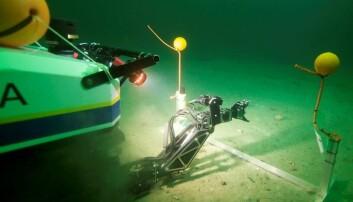 Her fra åpningsdagen av AUR-Lab hvor undervannsroboten Minerva fikk oppdraget med snorklipping – under vann. Jussi Evertsen/NTNU AUR-Lab