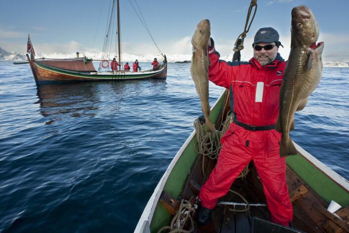 Stolt fisketurist på skreifiske i Nord-Norge. Det nye systemet gjør det enkelt for han å rapportere inn fangsten sin. (Foto: Ernst Furuhatt / www.nordnorge.com / Bodø)