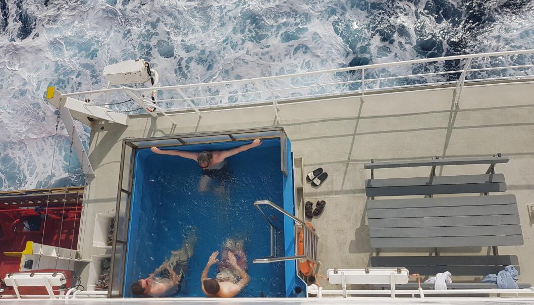 Ikke dumt prøve skipets basseng i 30 graders varme etter arbeid på dekk