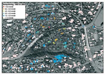 """""""SJEKKET: I dette boligområdet satte forskerne i gang undersøkelser på bakken etter at satellittbildene viste innsynkning i området. Orange og røde punkter viser størst bevegelse."""""""