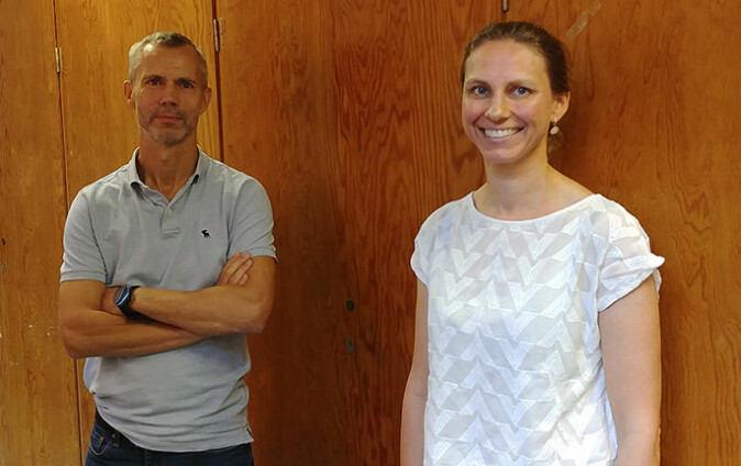 Leon Reubsaet og Trine Grønhaug Halvorsen allierer seg med papiret blodprøvane vert tekne på.