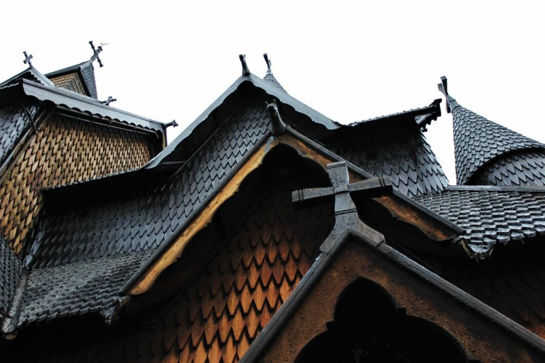 Heddal stavkirke er den største av de gjenværende stavkirkene. At den ruver majestetisk i landskapet i dag er takket være mennesker med økonomiske midler, kunnskap og pågangsmot.