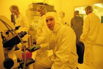 Eduard Monakhov forsker på fremtidens solceller i Mikro- og nanoteknologilaboratoriet ved Universitetet i Oslo. (Foto: Yngve Vogt)