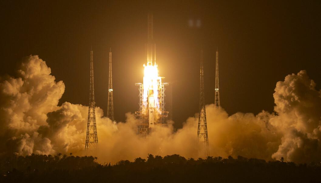 Nylig sendte Kina opp denne raketten for å hente tilbake de første prøvene fra månen på 44 år. Tirsdag testet de en ny rakett, som delvis skal kunne gjenbrukes i fremtiden.