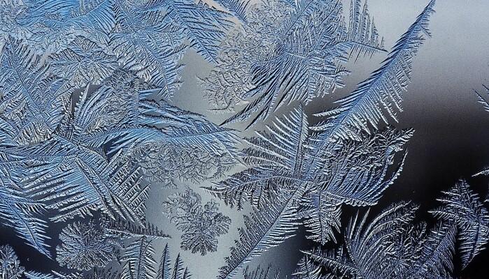 Frostkrystaller har selvlikhet på flere skalaer, men ikke i det uendelige.