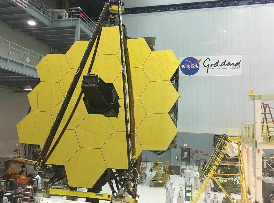 Det digre speilet på James Webb-teleskopet ble satt sammen i 2016. Da var planen at teleskopet skulle opp i 2018, men det har latt vente på seg.
