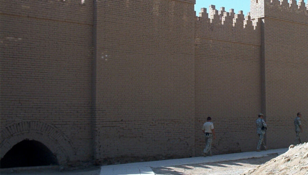"""<a href=""""http://commons.wikimedia.org/wiki/File:Walls_of_Babylon_2_RB.JPG"""">Wikimedia Commons</a>"""