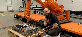Forskere lar roboter demontere el-bilbatterier for gjenbruk