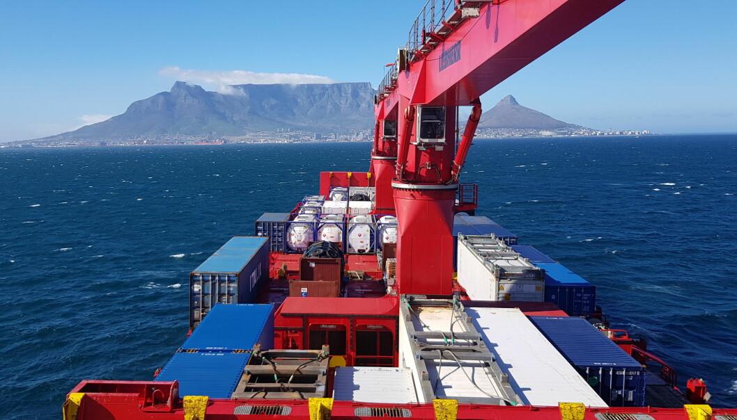 Malik Arctica har forlatt Cape Town og det afrikanske kontinent etter bunkring, og er nå omtrent midtveis mot Antarktis.
