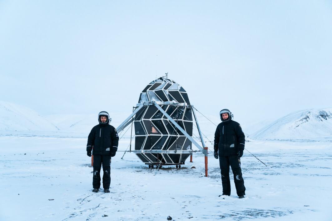 26 år gamle Sebastian Aristotelis (til venstre) og 24 år gamle Karl-Johan Sørensen (til høyre) har nettopp vendt tilbake fra sin 'simulerte romreise' på Nord-Grønland.