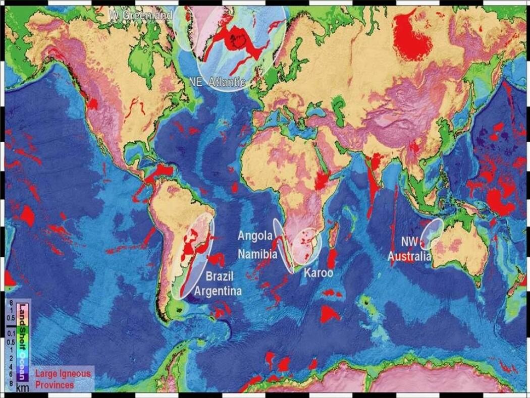 Geofysikeren Sverre Planke ved Senter for Jordens utvikling og dynamikk (CEED) på Universitetet i Oslo (UiO) står bak dette kartet over jordas store vulkanprovinser. De fleste av dem ligger under havet. Den største på land er De sibirske trappene, som kan ha stått bak masseutryddelsen 252 millioner år tilbake. Norskehavet og Øst-Grønland har en annen stor vulkanprovins.