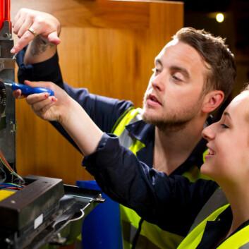 Studien viser at er viktig at ungdommene får kontakter som er relevante for sin yrkesretning og den delen av arbeidsmarkedet de skal inn på. (Foto: iStockphoto)