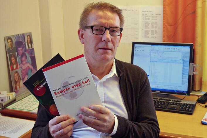 Hallgeir Gammelsæter har skrevet om fotballedelse i bokform sammen med Frode Ohr, og rsammen med Steinar Askvik og Bjarne Espedal har han redigert festkrift om ledelse for Torodd Strand. (Foto: Georg Mathisen)