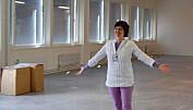 Helga Næs fra Nofima viser fram lokalene hvor en ny høysikkerhetsproduksjonshall skal stå klar i 2013. Preben Forberg