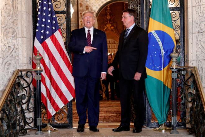 USAs president Donald Trump og Brasils president Jair Bolsonaro er blitt trukket fram som eksempler på mannlige statsledere som ikke har taklet pandemien godt. Begge er selv blitt smittet av viruset.