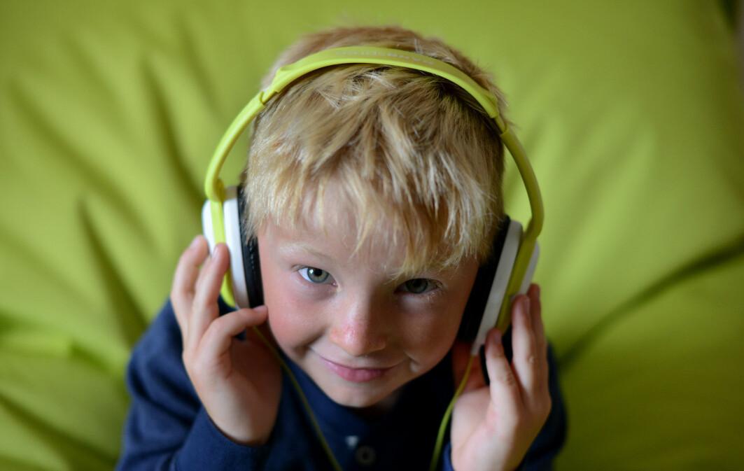 Store deler av hjernen vår blir aktivert når vi hører på musikk, ifølge hjerneforsker