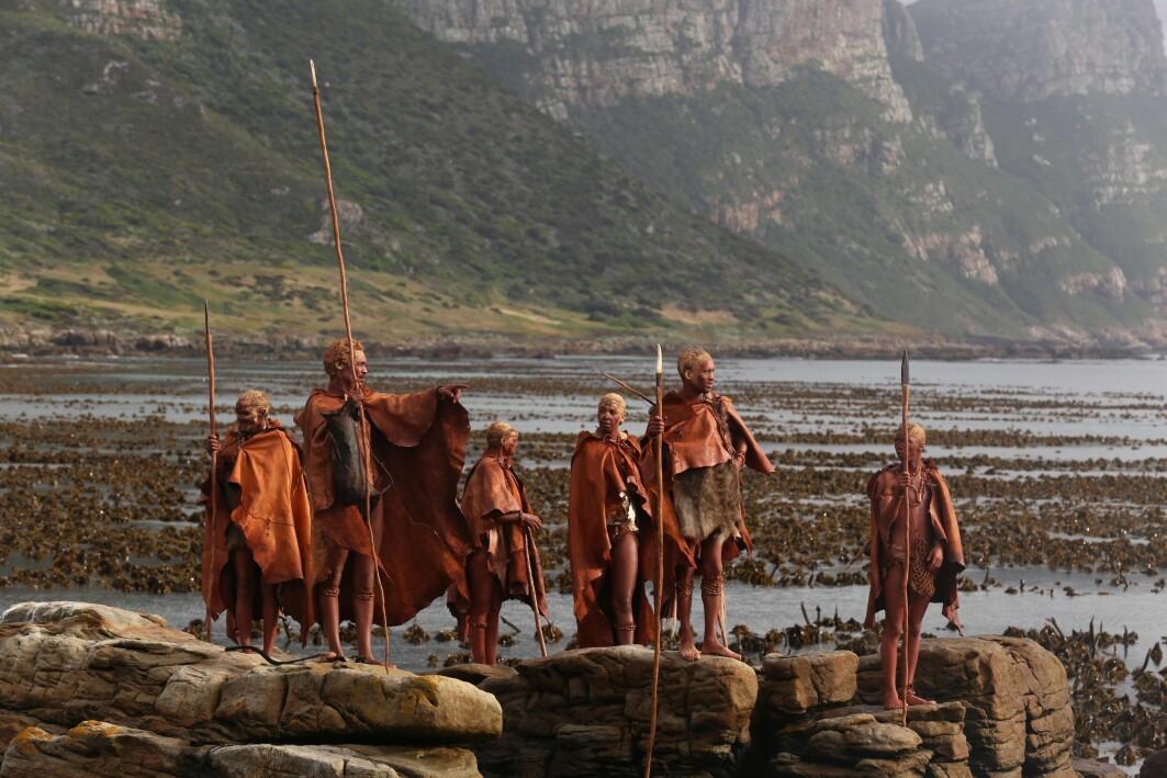Jeger-sankere som bodde i Blomboshulen i Sør-Afrika for tusenvis av år siden måtte kanskje gå så mye som 15 kilometer for å samle seg et godt fiskemåltid. I hulen er den mange spor etter de som bodde der.