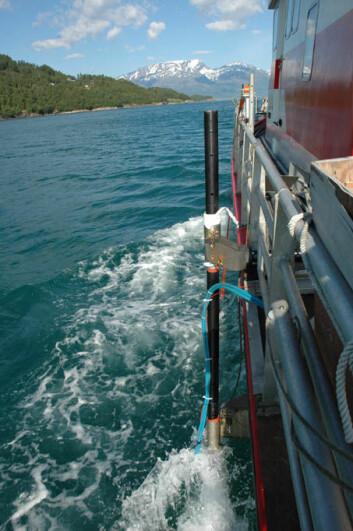 """""""En interferometrisk sonar på siden av FF Seisma bruker lydbølger til å måle avstanden til fjordbunnen."""""""