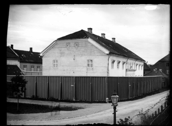 The old Slaveriet (slave prison) at Skansen in Trondheim was transformed into the Criminal Asylum, an institution for mentally ill criminals, in 1895.