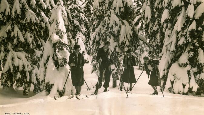 Venninner på tur i Oslomarka i 1920-åra.