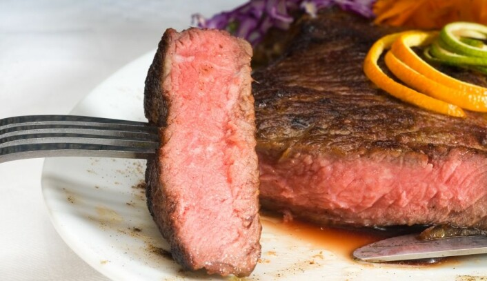 Vi spiser stadig mer kjøtt i Norge, selv om klimaet lider under det. (Foto: Colorbox)