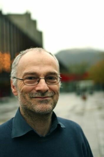 Elever blir stadig mer uinteressert i realfag. Professor Rolf Reber ved Institutt for biologisk og medisinsk psykologi vil snu trenden. (Foto: Walter N. Wehus)